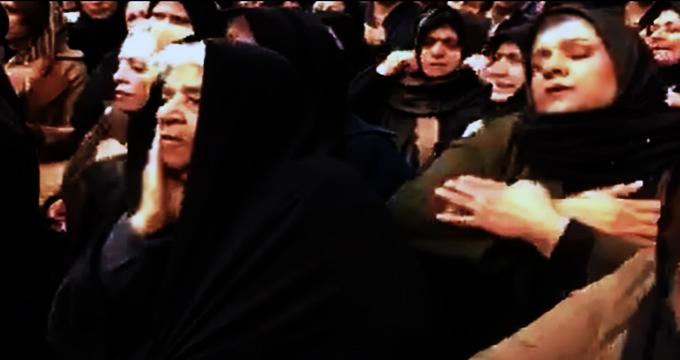 فیلم / عزاداری خانواده قربانیان حادثه نفتکش سانچی در سالروز فاجعه غرق شدن نفتکش سانچی