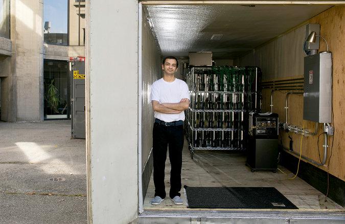 گاراو کانا، فیزیکدان و محقق در زمینهی سیاهچالهها که از پلی استیشن  برای ساخت ابررایانه ها استفاده کرده است