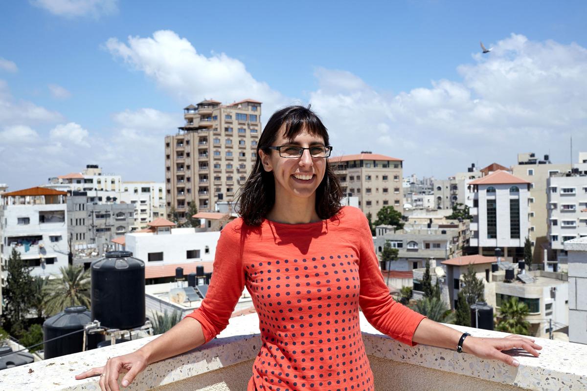 ایلینا در پشت بام ساختمان GSG در غزه