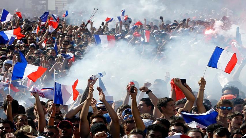 فیلم / ورود امنیتی تیم ملی فرانسه به جشن قهرمانی
