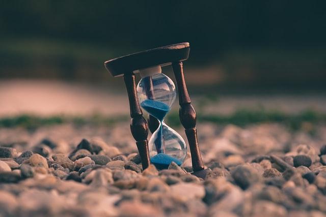 زمان، در حال گذر است