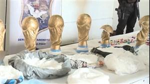 فیلم / کشف مواد مخدر در مجسمه های جام جهانی