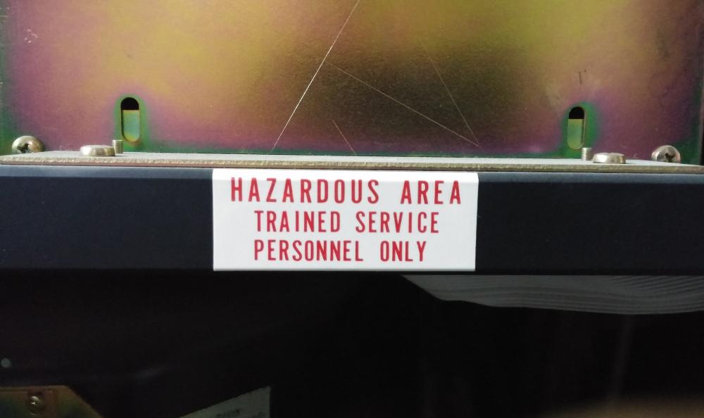 منطقه خطرناک! فقط متخصصان دست بزنند!