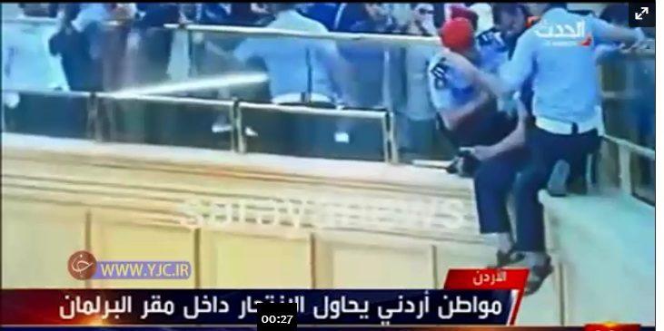 فیلم / تلاش یک مرد برای خودکشی در صحن علنی مجلس