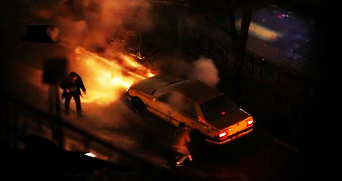 ویدئو/ آتشزدن تاکسی توسط یک تخریبگر در تهران