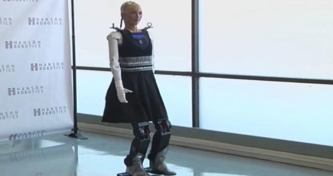 ربات انسان نمای «سوفیا» اولین گام هایش را برداشت