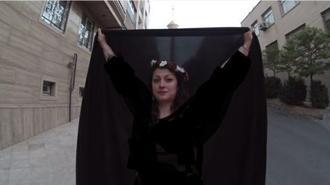 عکس های برهته موژان محمدطاهر در کنار برج میلاد