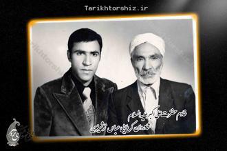 تصویری از عَلَم  5 تیغ  و عَلَم کِش  هیات علی اکبری کاشمر،شادروان  کربلایی عباس ترشیزی، دهه 1330