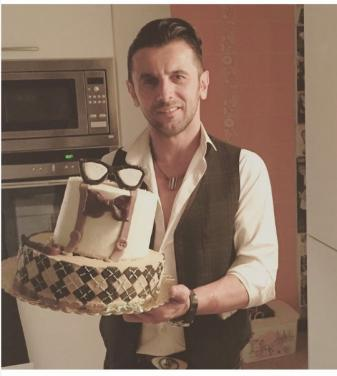 عکس کیک تولد 46 سالگی امین حیایی