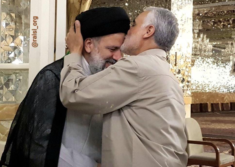 دیدار سردار سلیمانی با حجت الاسلام رئیسی در حرم مطهر رضوی