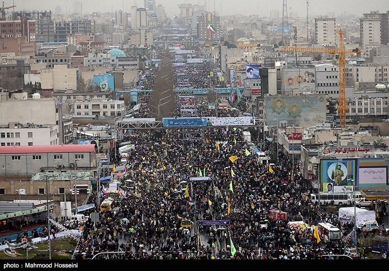 عکس هایی از راهپیمایی مردم در روز 22 بهمن