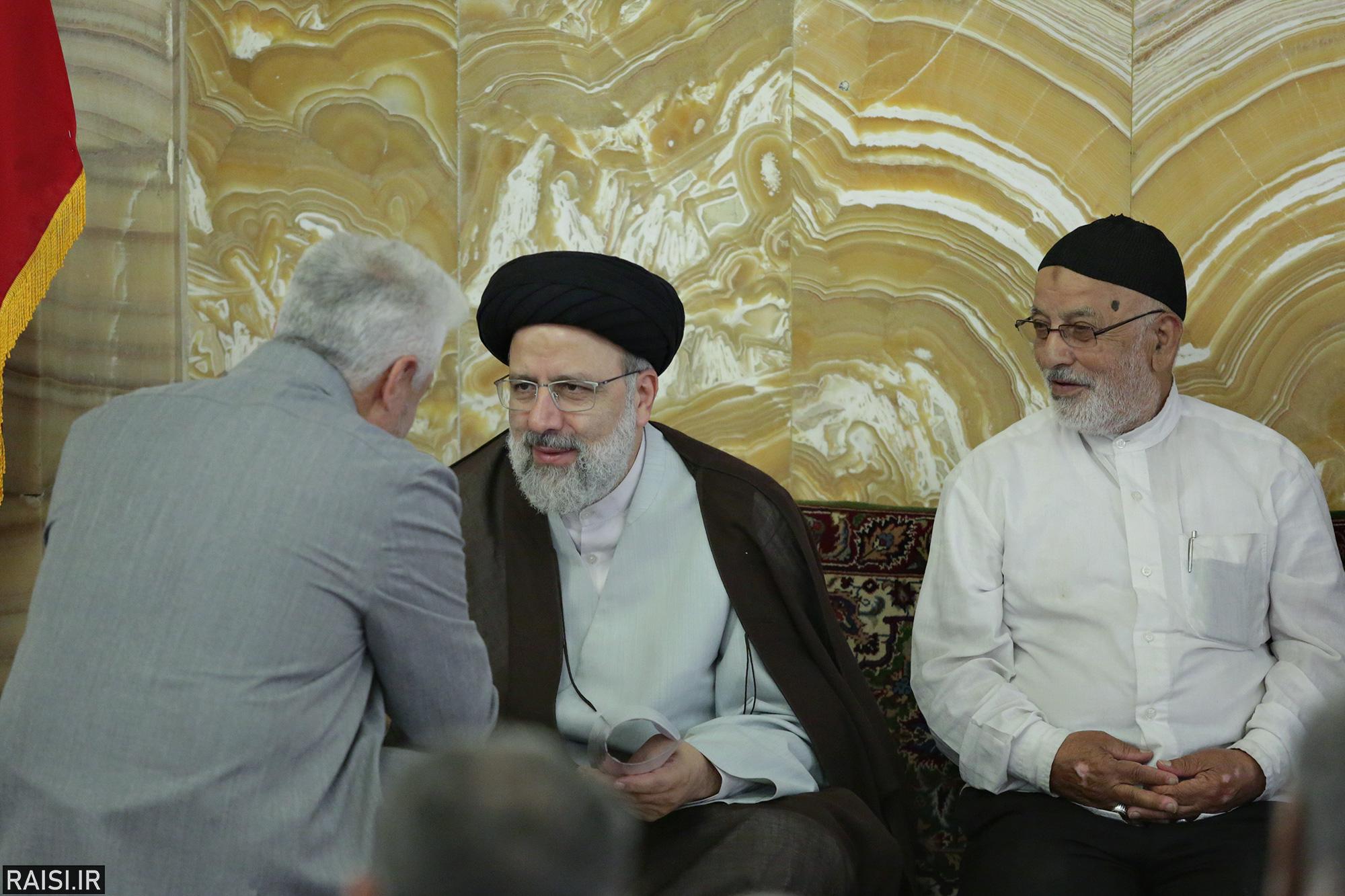 دیدار نمایندگان اصناف و بازاریان مشهد مقدس با تولیت آستان قدس رضوی
