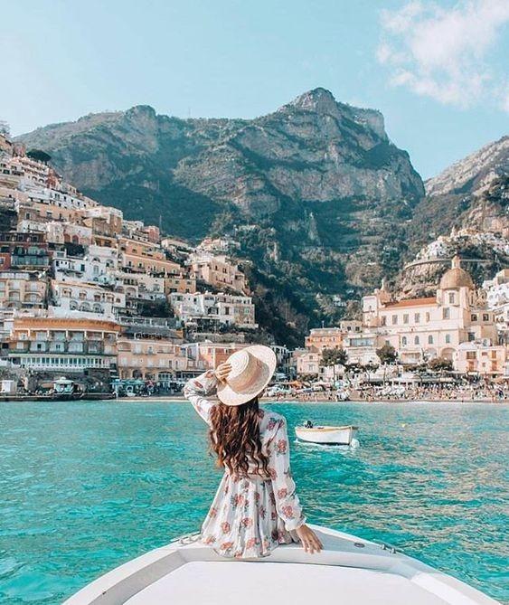 عکس دختر برای پروفایل از نمای پشت سر کنار دریا