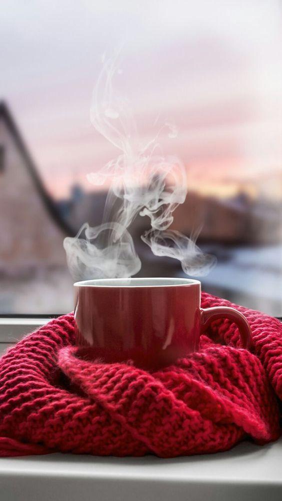 عکس فول اچ دی از فنجان چای در پاییز برای استوری اینستاگرام