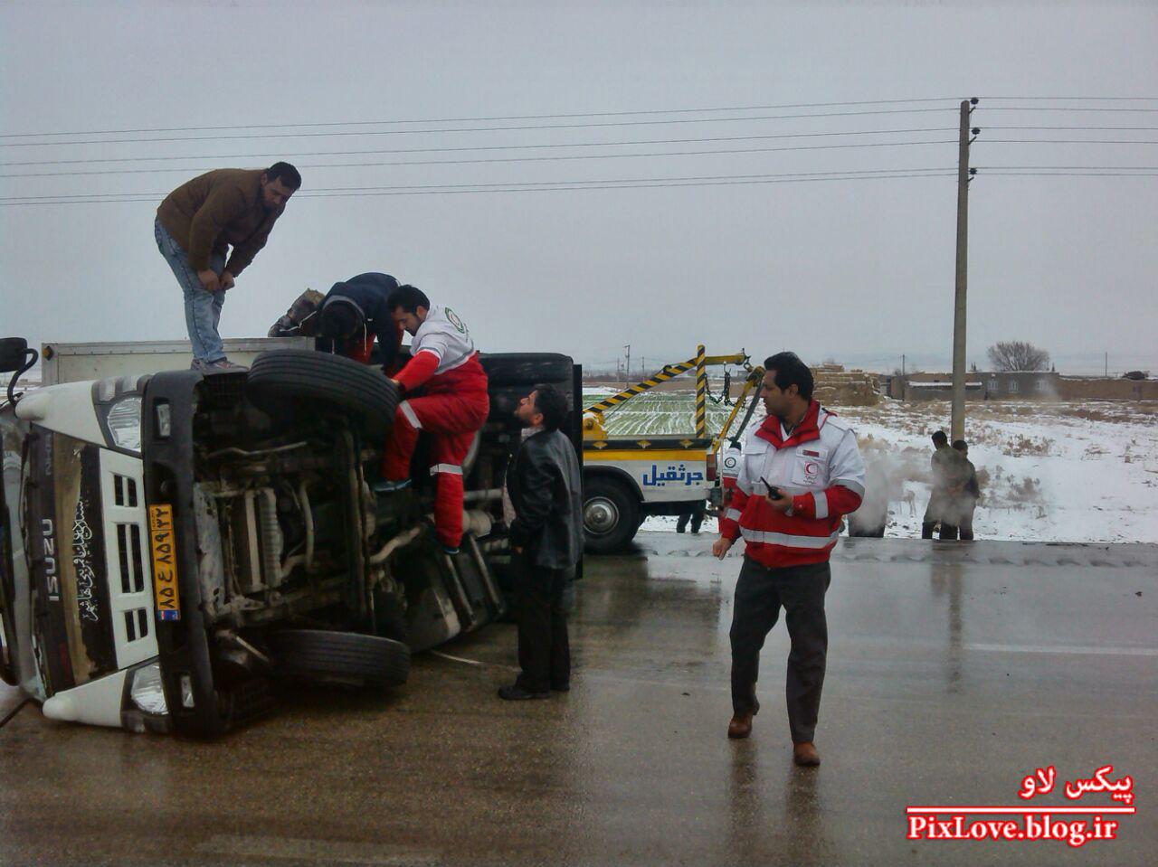 تصادف زنجیره ای مشهد در جاده لغزنده قوچان مشهد