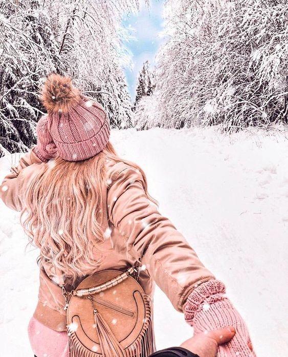 عکس پروفایل دختر از پشت سر در طبیعت برفی زمستان