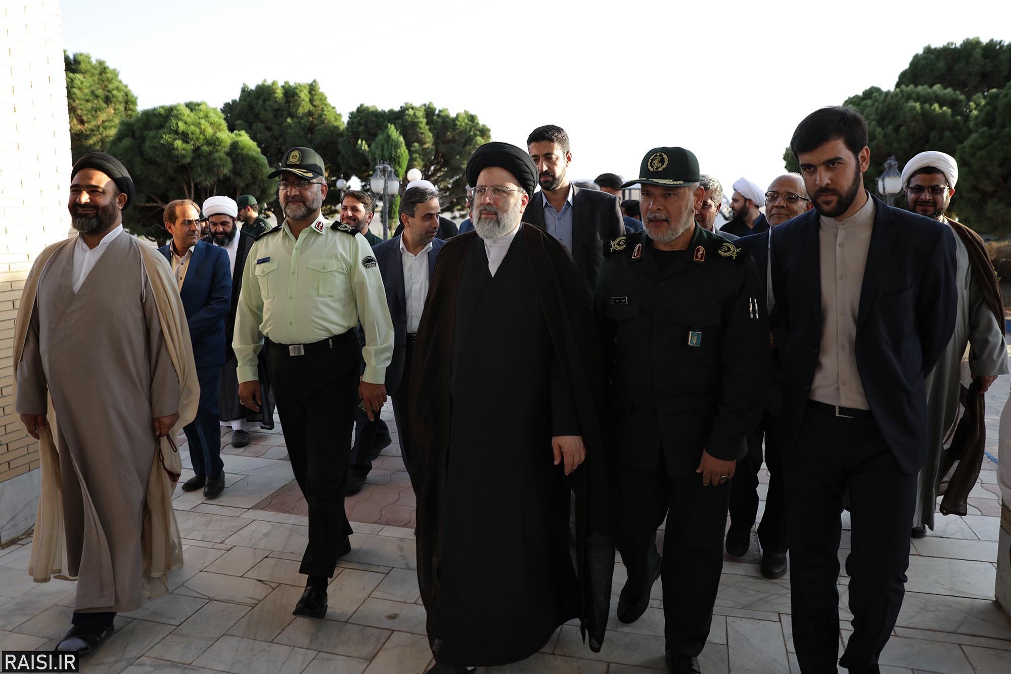 گزارش تصویری استقبال از تولیت آستان قدس رضوی در فرودگاه یزد