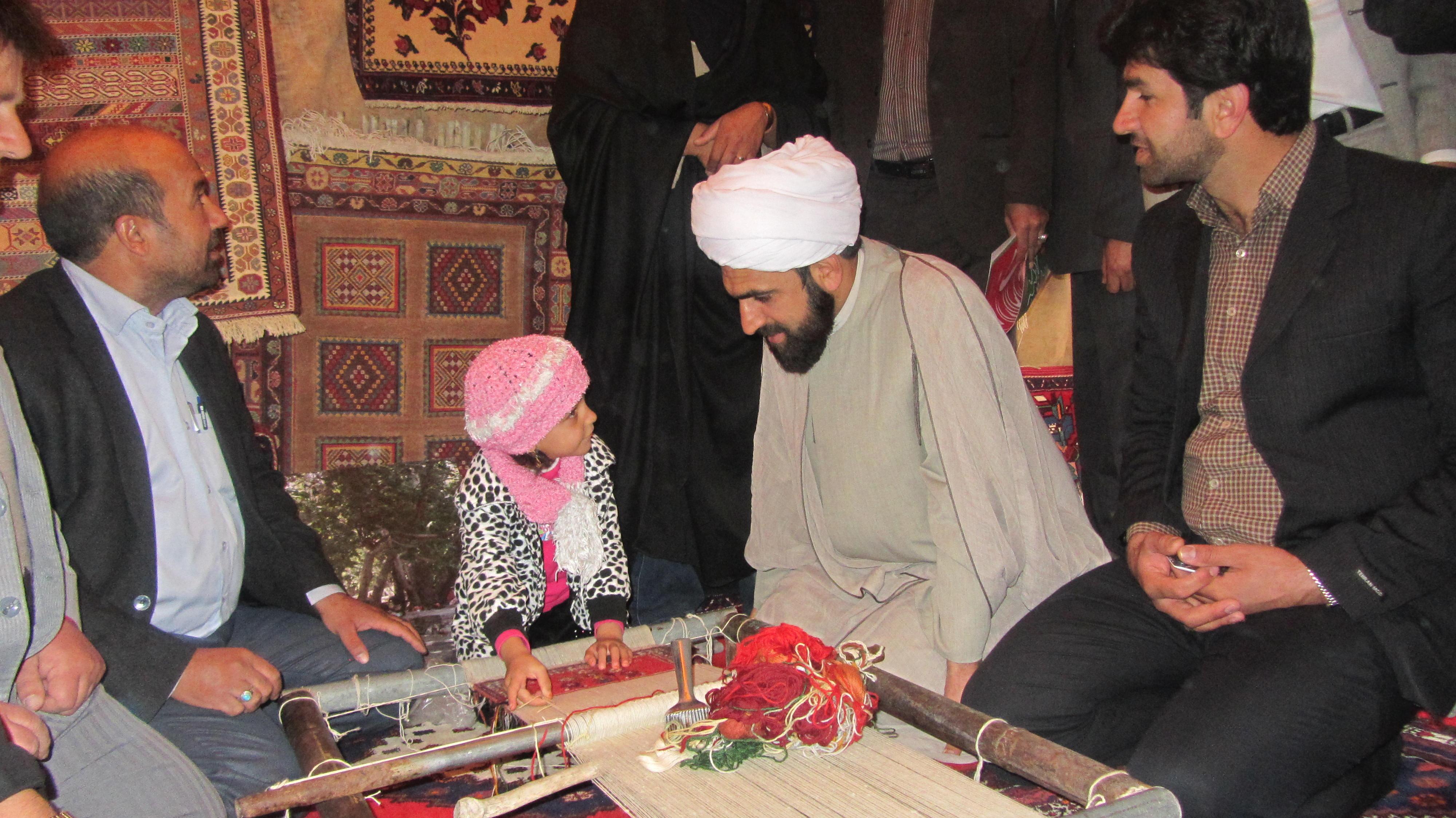 حضور امام جمعه شهرستان بافت حجت الاسلام مهدي زاده در نمايشگاه صنايع دستي