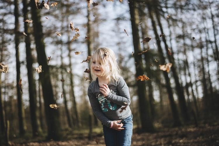 ژست عکس پاییزی دخترانه زیبا برای پروفایل