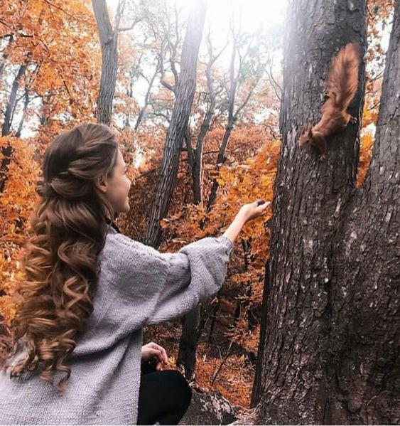 ژست عکس دخترانه در طبیعت پاییز برای پروفایل