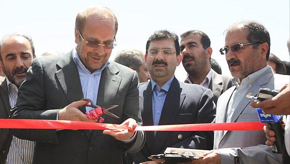 مراسم بهره برداری همزمان از پروژه های پل تقاطع بزگراه شهید باکری - لاله