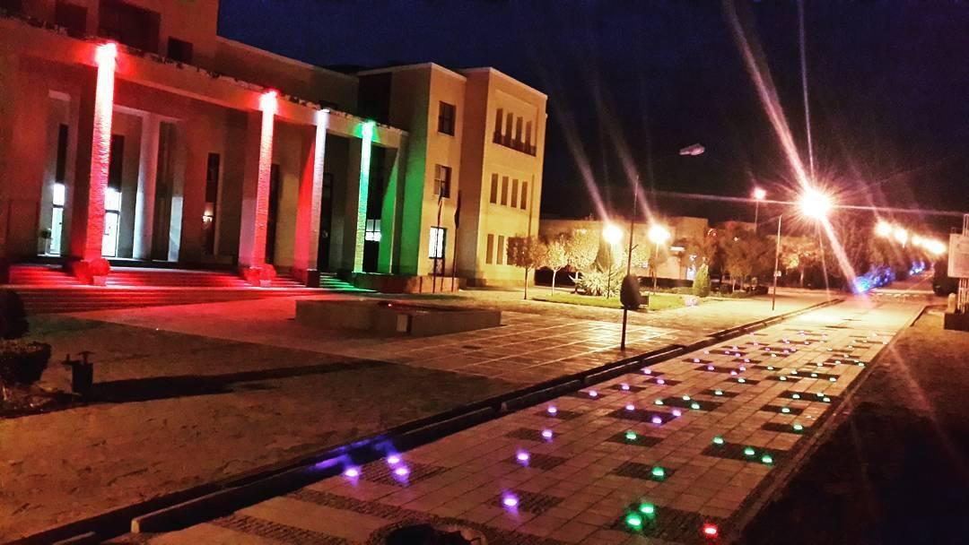 نورپردازی محوطه دانشگاه حکیم سبزواری در شب