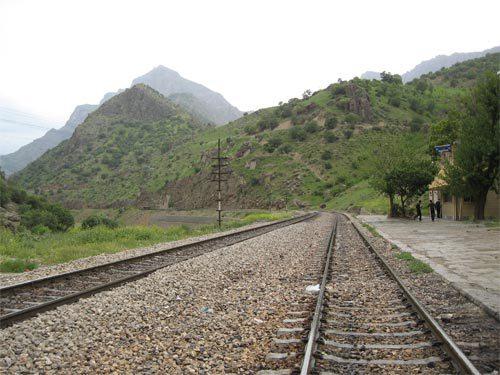 ایستگاه راه آهن قارون و کوه قارون