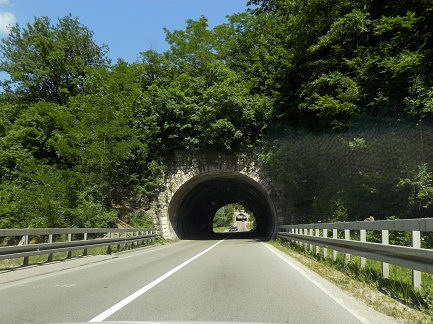 تهویه طبیعی در داخل تونل کوتاه