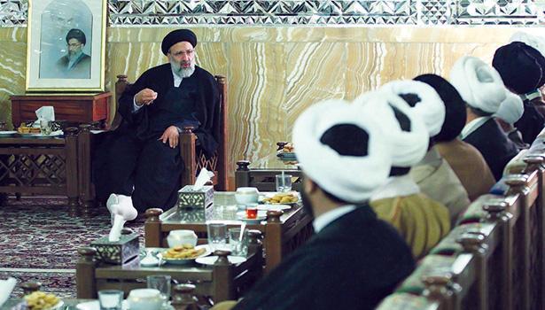 دیدار ائمه جماعات حرم مطهر رضوی با حجت الاسلام و المسلمین رئیسی
