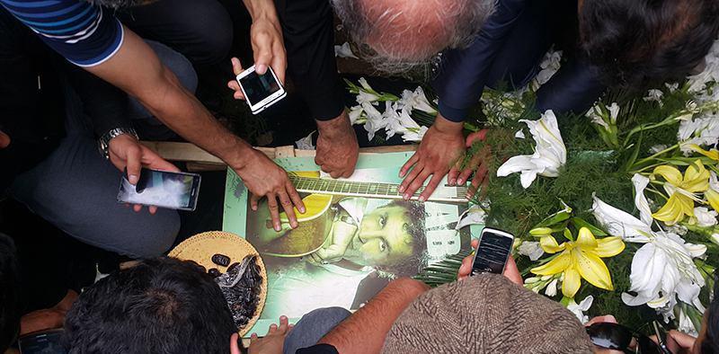 عکس سنگ قبر حبیب خواننده ایرانی