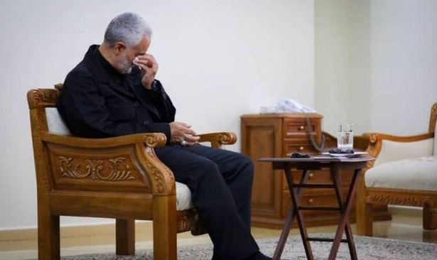 عکس سردار سلیمانی در حال گریه کردن