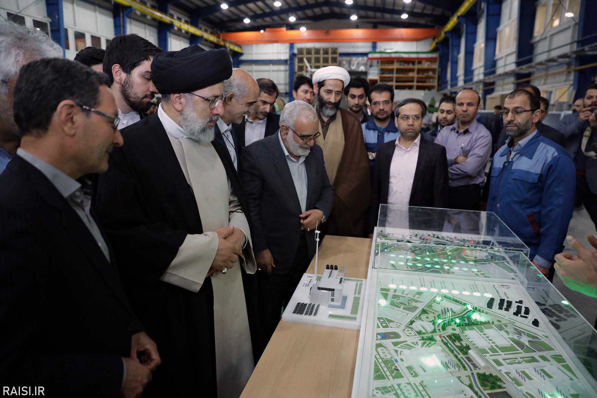 بازدید تولیت آستان قدس رضوی از پژوهشکده «هوا خورشید» دانشگاه فردوسی مشهد