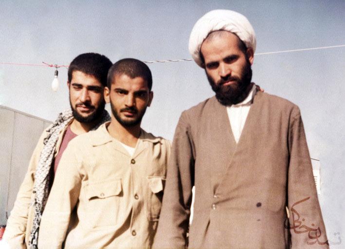 از راست: دائی رضا بسطامی ، شهید حسن عباسی و سید جواد شریعتزاده