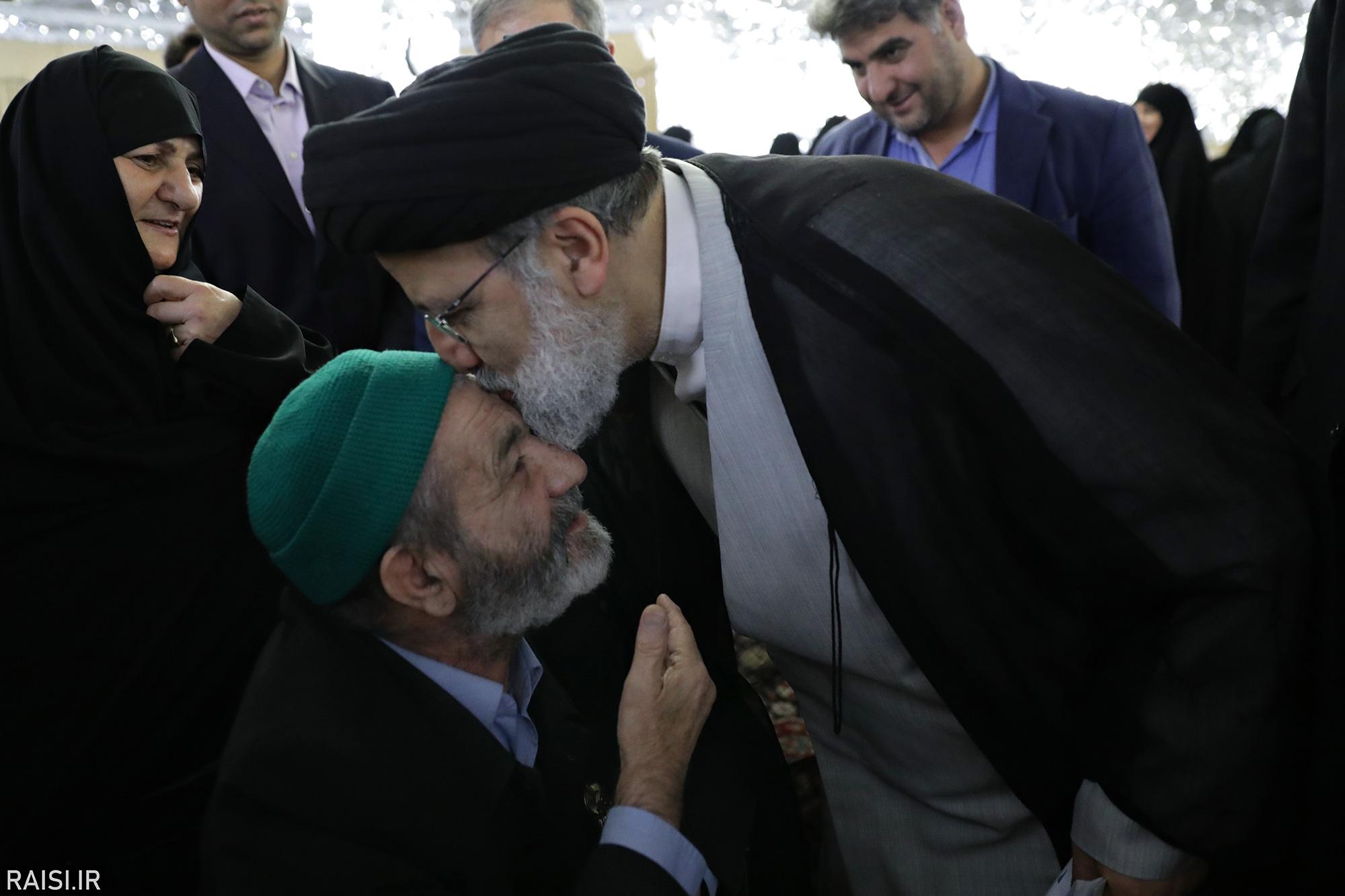 دیدار جمعی از خانواده شهدای دفاع مقدس و مدافع حرم با حجتالاسلام رئیسی