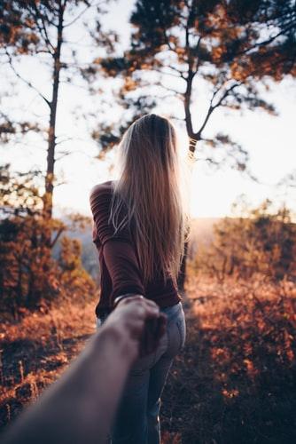 مدل ژست عکس پاییزی دونفره رومانتیک برای پروفایل اینستاگرام