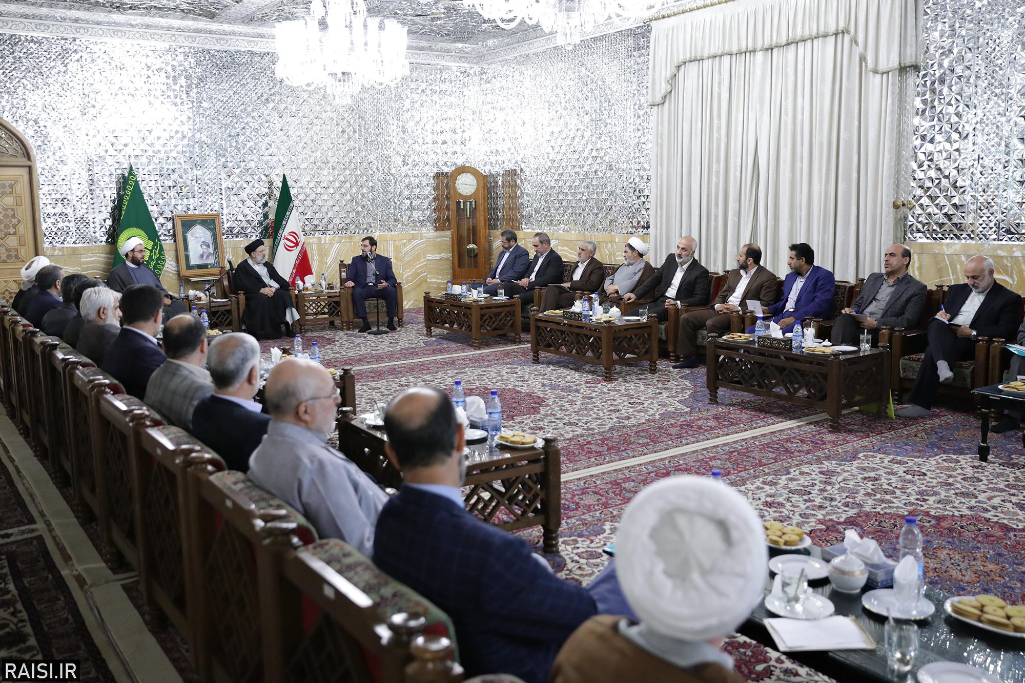 دیدار مسئولین نمایندگیهای استانی آستان قدس رضوی با حجتالاسلام رئیسی