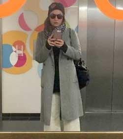 مهناز افشار با پالتو شلوار در خارج کشور