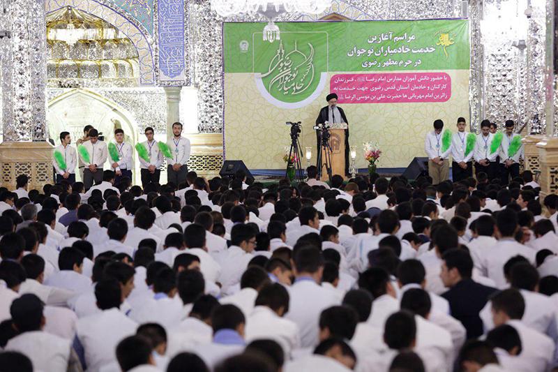آغاز طرح «خادمیاران نوجوان» با حضور تولیت آستان قدس رضوی در حرم مطهر