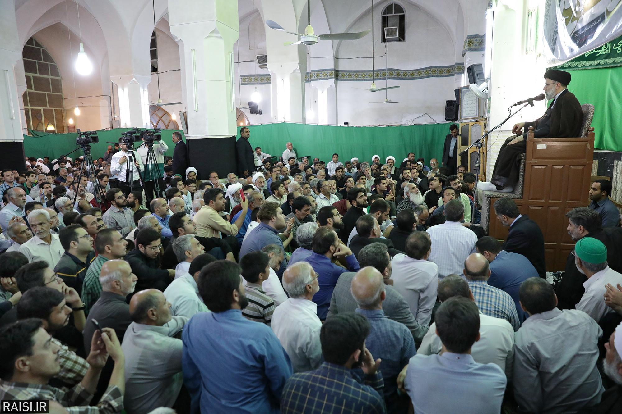 گزارش تصویری سخنرانی تولیت آستان قدس در مراسم سوگواری امام باقر(ع) و گرامیداشت آیت الله مدرسی