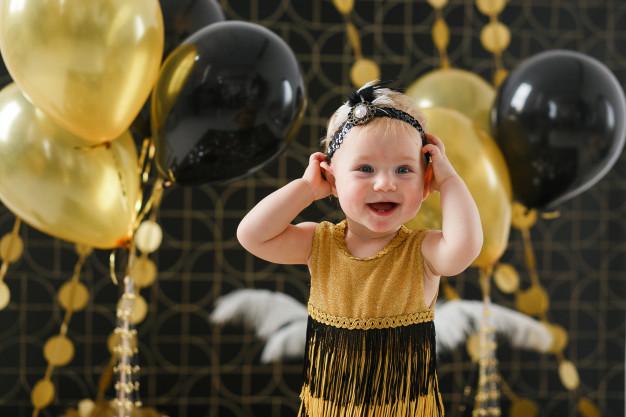 ژست عکس کودک دختر در تولد