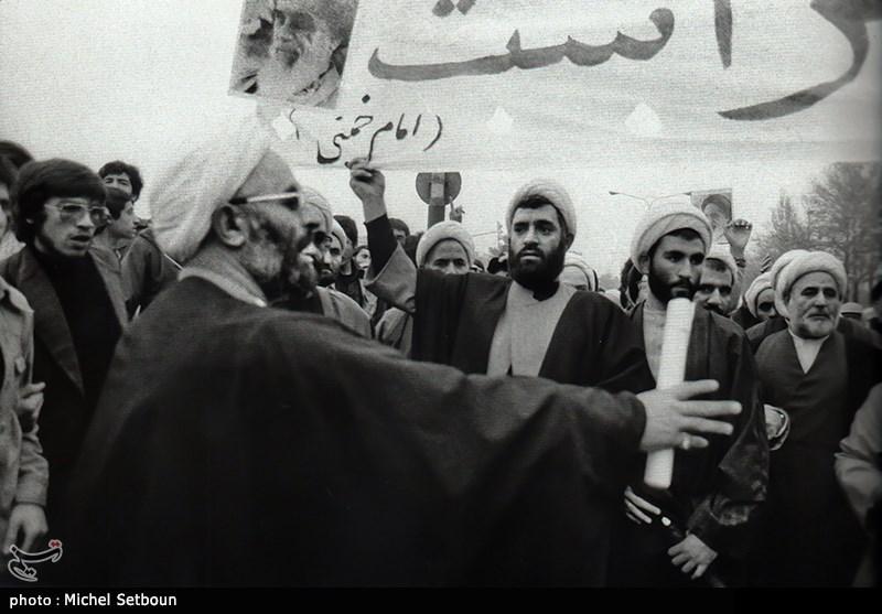 روحانیون علیه شاه شعار میدادند و هماهنگ کننده بسیاری از راهپیمایی ها بودند .