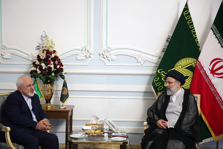 گزارش تصویری دیدار وزیر امور خارجه با تولیت آستان قدس رضوی در حرم مطهر رضوی