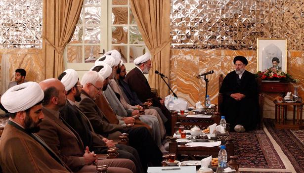 تربیت عالم با روحیه انقلابی باید اولین هدف دانشگاه علوم اسلامی رضوی باشد
