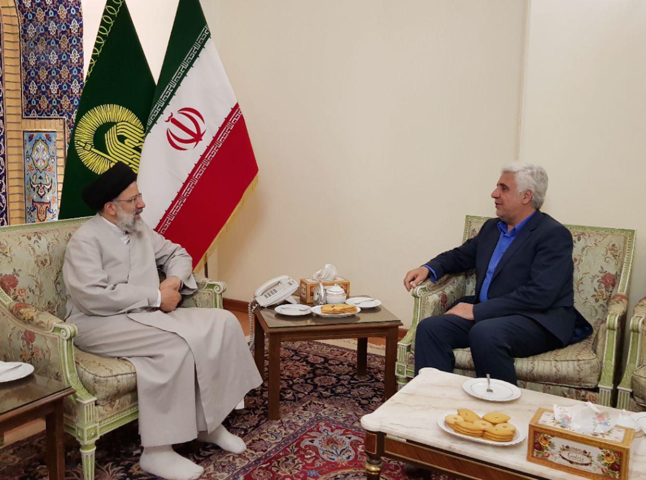 دیدار رئیس دانشگاه آزاد اسلامی با تولیت آستان قدس رضوی