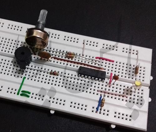 در اینجا تصویر مدار که بر روی برد برد بسته شده قابل مشاهده است.