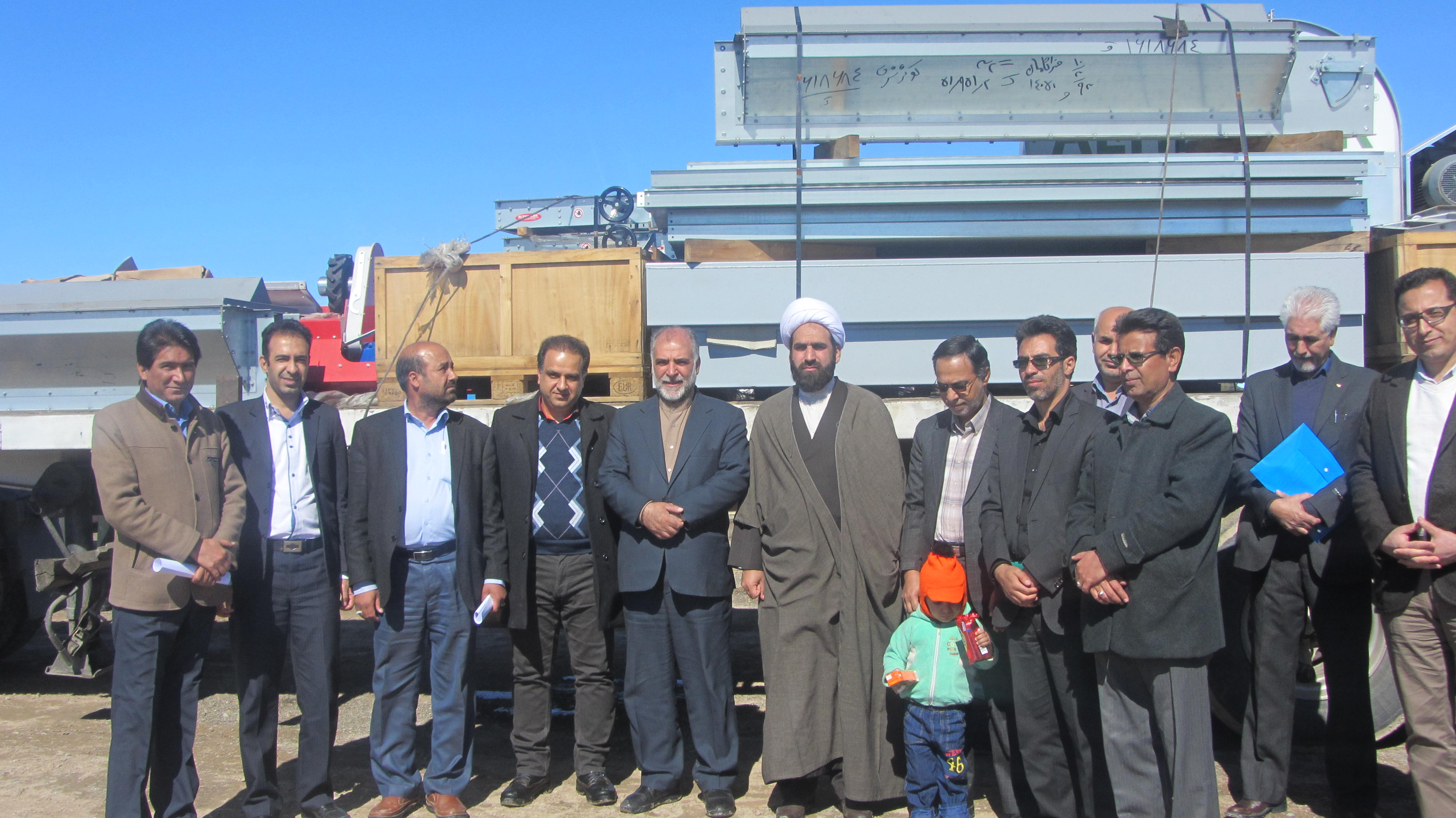 مراسم سخنراني حجت الاسلام مهدي زاده در اغاز عمليات و نصب تجهيزات سيلوي گندم