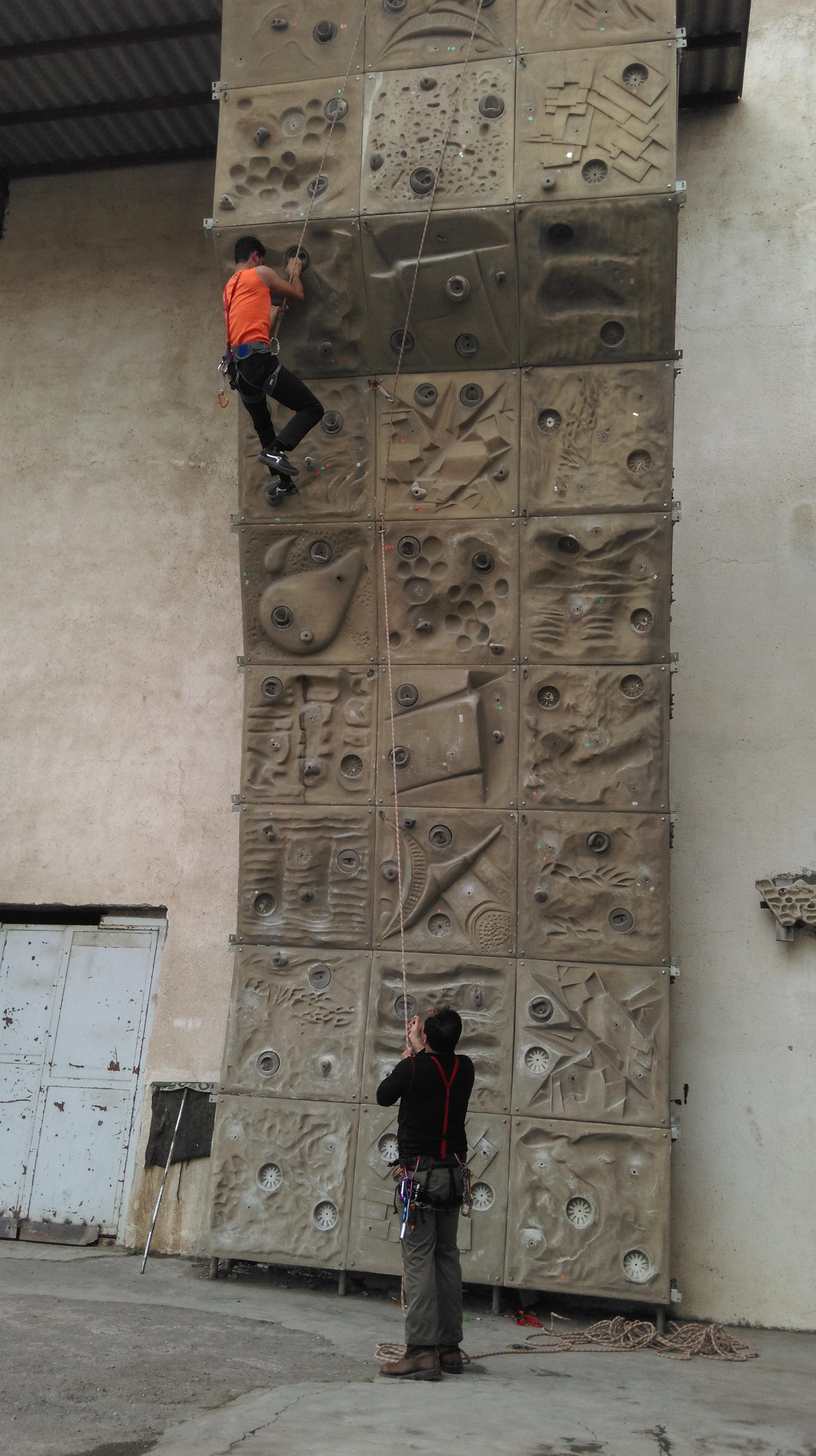 دیواره ی هیئت کوهنوردی آمل(سنگ نوردی)