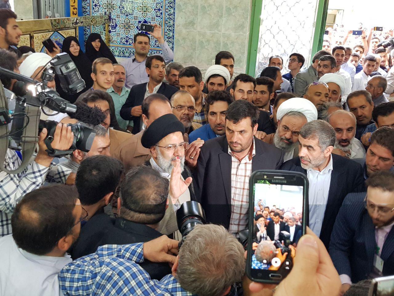 حضور حجه الاسلام دکتر رئیسی در پای صندوق رای