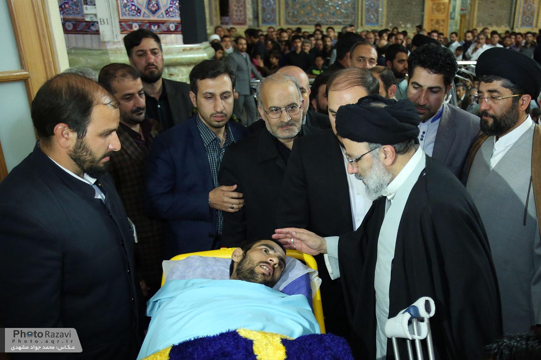 ادای احترام به شهدا و جانبازان مدافع حرم در شب وفات حضرت زینب کبری(س)