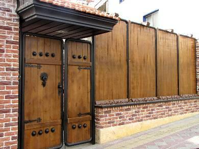 عایق چوب نمای داخلی :: نمای چوبی - چوب نما - مواد ضد آب کننده چوب... 5 متر مربع پوشش دهی را روی نمای چوبی در نظر گرفت . ولی با این تعریف نمیتوان میزان دقیقی از مصرف مواد حتی در سطوح عمودی و افقی بدست آورد .
